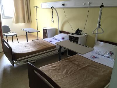 Salle de réveil avec lits motorisés